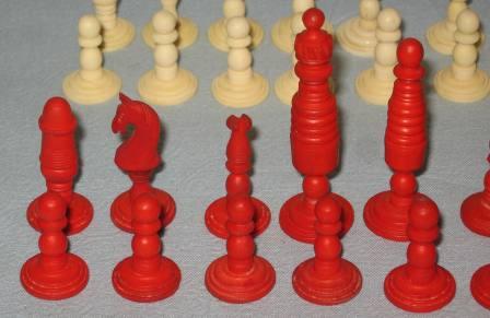 Антикварные шахматные фигуры (кость)