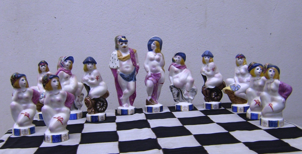 Фарфоровые шахматы КРАСНЫЕ ПРОТИВ БЕЛЫХ. Надглазурная роспись